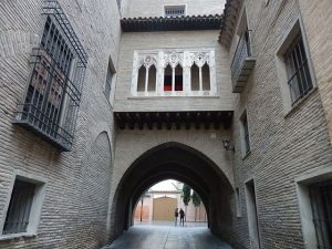Zaragoza-Ole-Souvenirs.-Arco_del_Dean