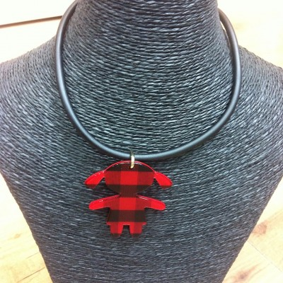 Necklace with colored girl in cachirulo