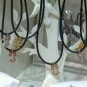 Colgantes de Caucho negro con virgen de plata